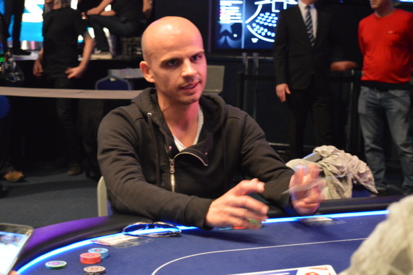 Montrer carte poker stars